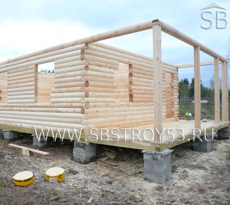 Сруб деревянного дома 6х6 м с террасой.