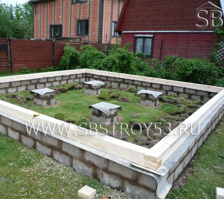 Ленточный фундамент из блоков для деревянного дома. Размер: 6х6 м.