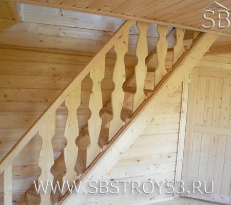 Лестница в деревянном доме.