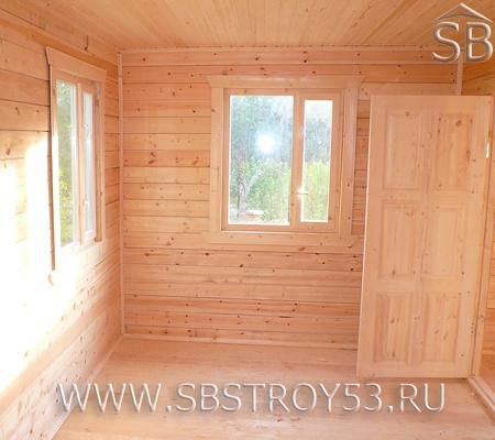 Внутренний вид деревянного дома. Размер дома: 5.5х6 м