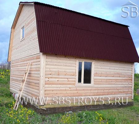 Деревянный дом с мансардным этажом. Размер: 7х6 м.