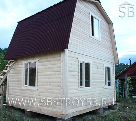 Дом из бруса с крыльцом 1х1 м. Размер дома: 5х6 м.