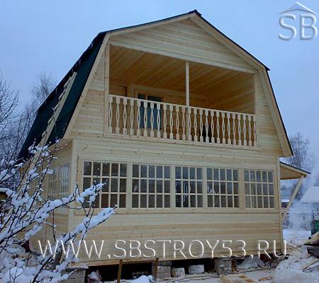 Терраса брусового дома. Размер дома: 6х6 м.
