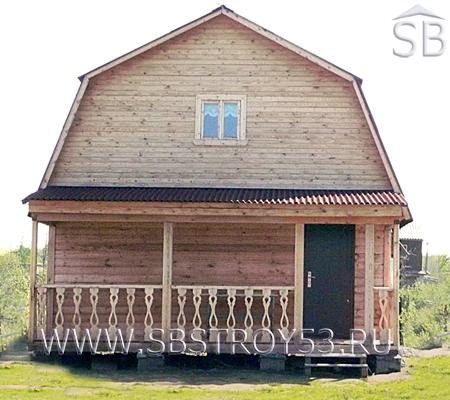 Брусовой двухэтажный дом с крытой террасой. Размер: 6х8 м.