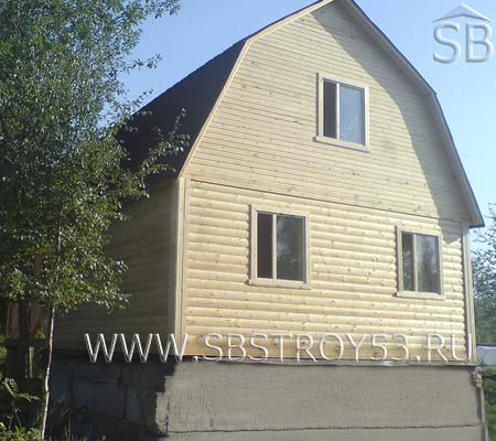 Деревянный брусовой дом с мансардой. Размер: 7х9 м.