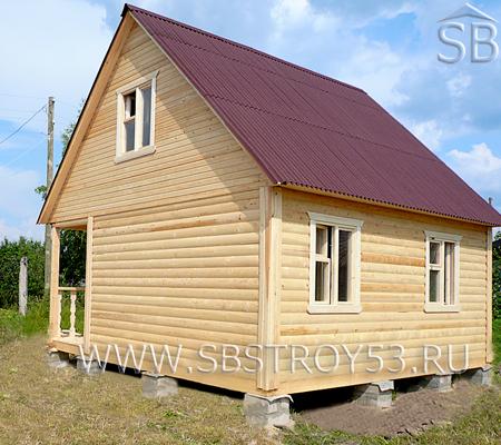 Брусовой дом с террасой. Размер дома: 6х6 м.