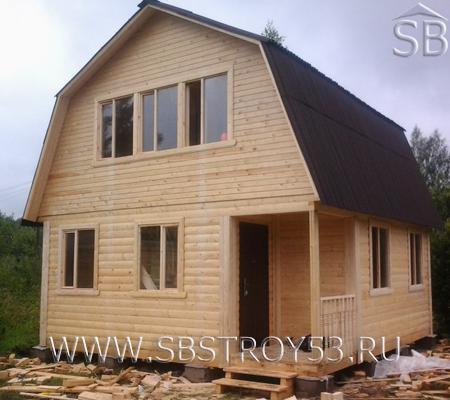 Деревянный дом с мансардой. Размер дома: 6х6 м.